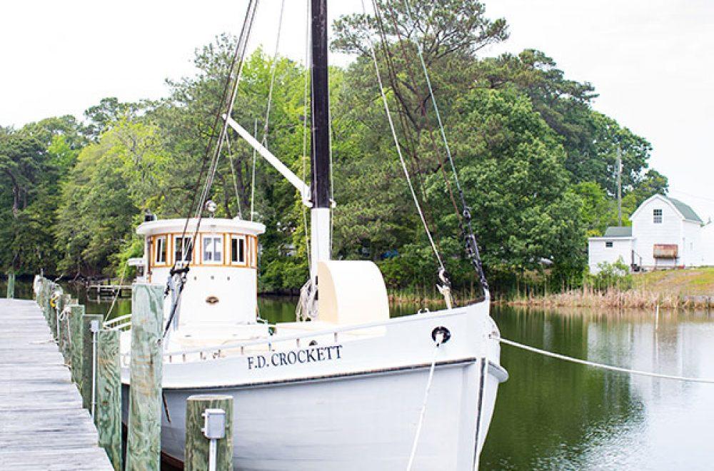 deltaville-boat-vertical